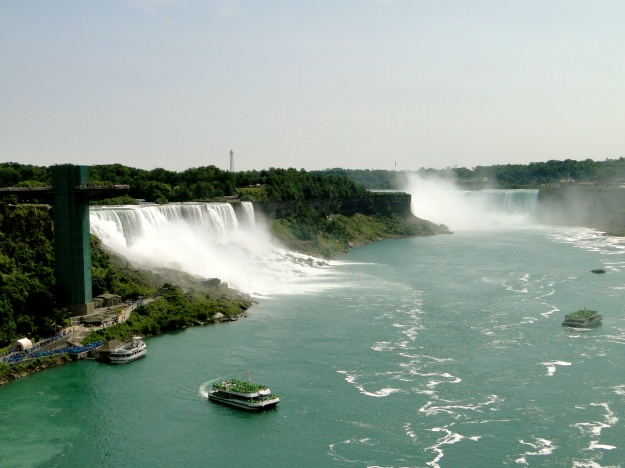 American Falls (left); Horseshoe Falls (right)
