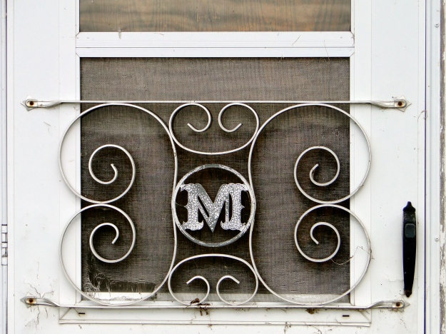 "Love the ""M"" on the screen door"